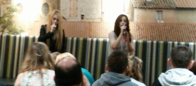Costa Acoustic Hollie and Laura