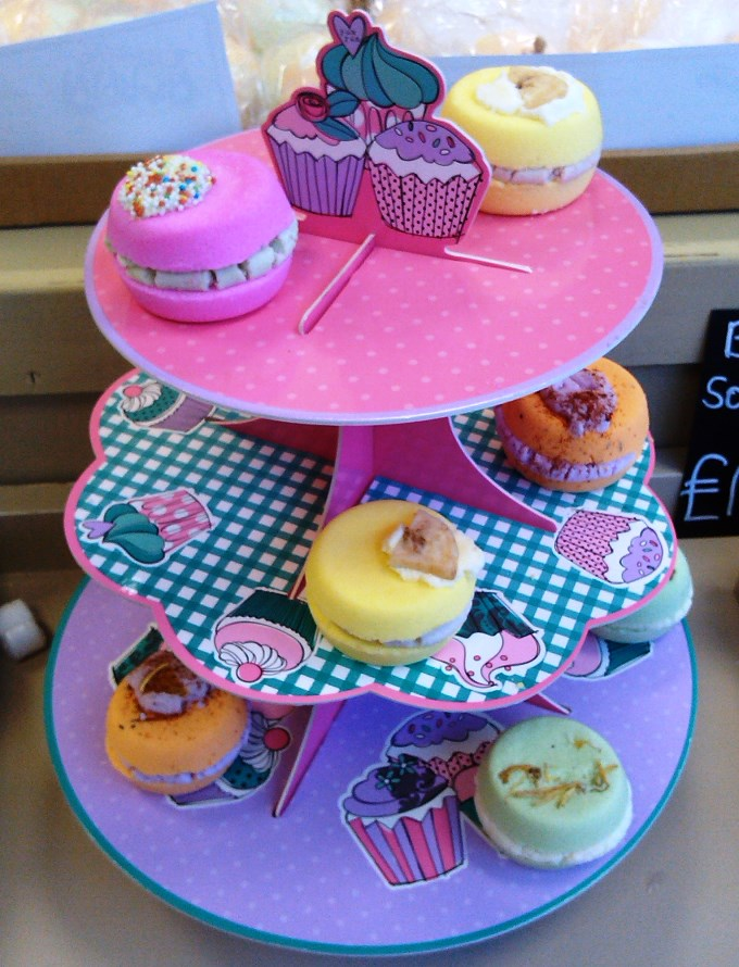Wow Cosmetics - Cake Stand