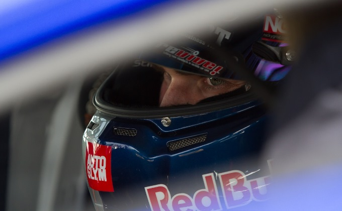 Andrew Jordan #77 - Moments before the race
