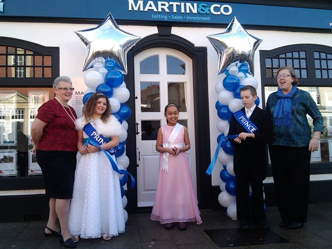 Cllr Iris Anderson, Andover Carnival Princess Aimee Coombs, Attendant Melissa Mae Oril, Prince Lewis Blackwell & owner Carole Bazzoni