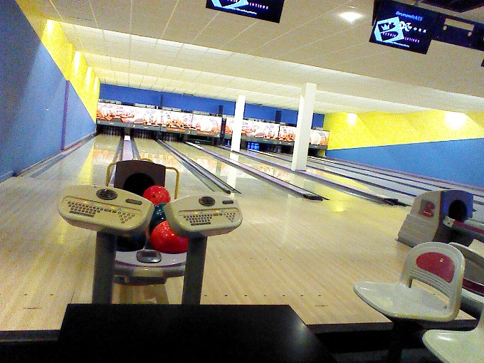 Breakers Andover - Bowling Lanes