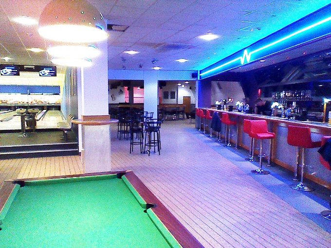 Breakers Andover - Bar Area and Pool Tables