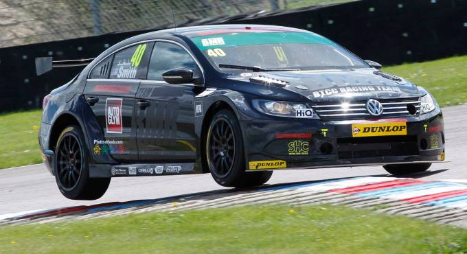 Aron Smith Takes a Bend (image courtesy of Thruxton Race Circuit)