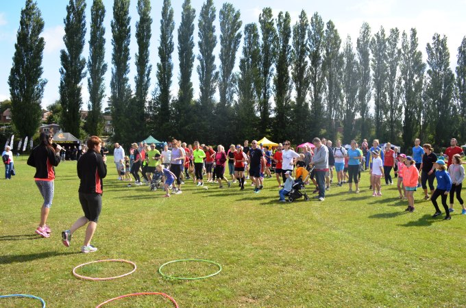 The people collecting at the start of the fun runs