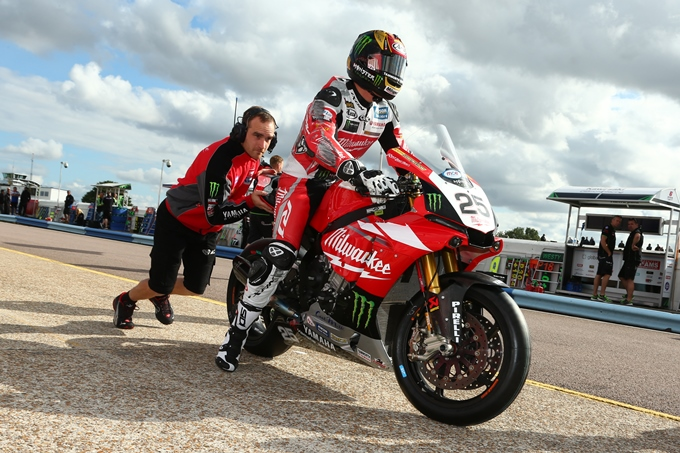 Brookes heads out to tackle Thruxton's fast sweepers