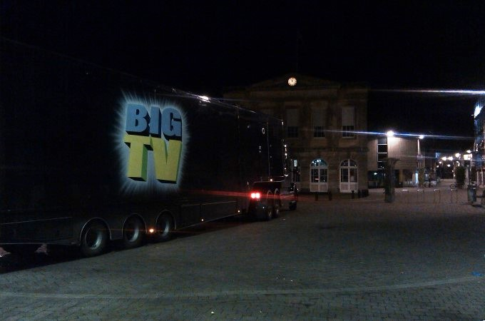 The Big TV arriving in Andover last night